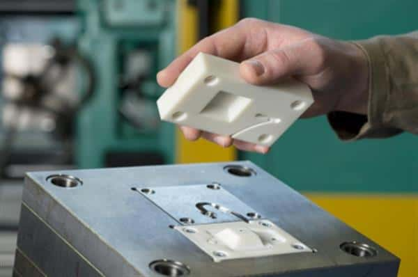 Injection molding with 3D model